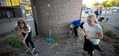 Onkruid wieden voor behoud Veldhovense Jozeftoren