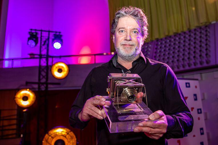 Eddy van Wessel met zijn Zilveren Camera. Beeld ANP