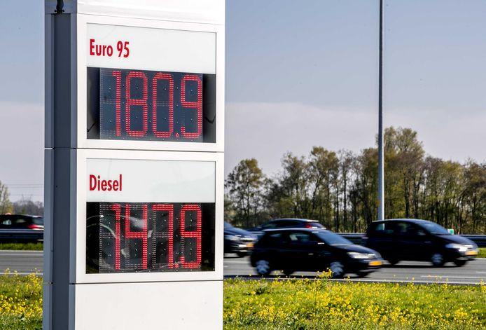 De benzine- en dieselprijzen aan de pomp blijven stijgen.