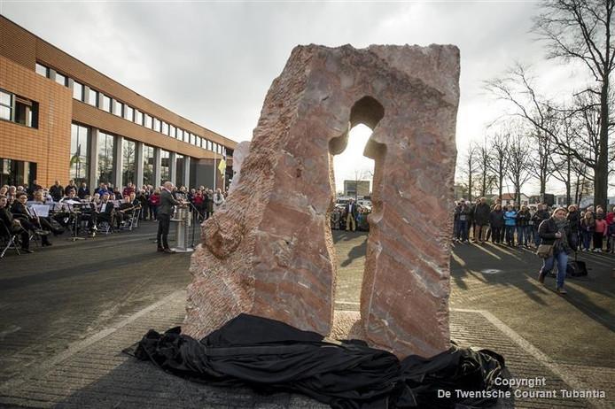 Het nieuwe oorlogsmonument in Vriezenveen.