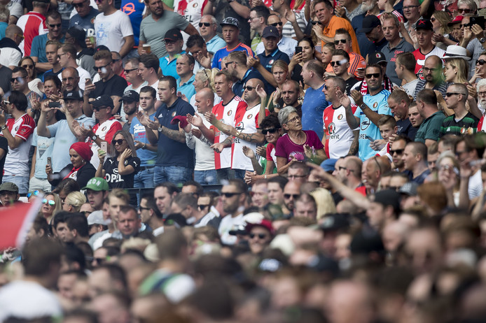 Feyenoord hoopt dat het snel duidelijk wordt of fans mee mogen naar Napels.