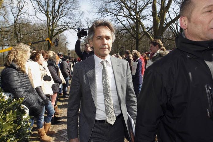 Sectordirecteur Goof vanGemert bracht maandag de onheilstijding in Balkbrug. foto Tom van Dijke