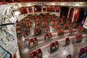 Het Berliner Ensemble theater heeft stoelen weggehaald, in verband met de maatregelen rond het coronavirus.