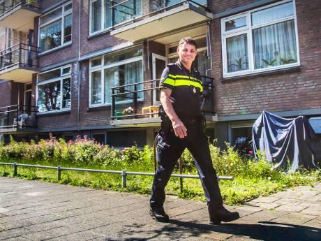 Lange wachttijden en overbelaste agenten: 'Kom over negen dagen maar terug'