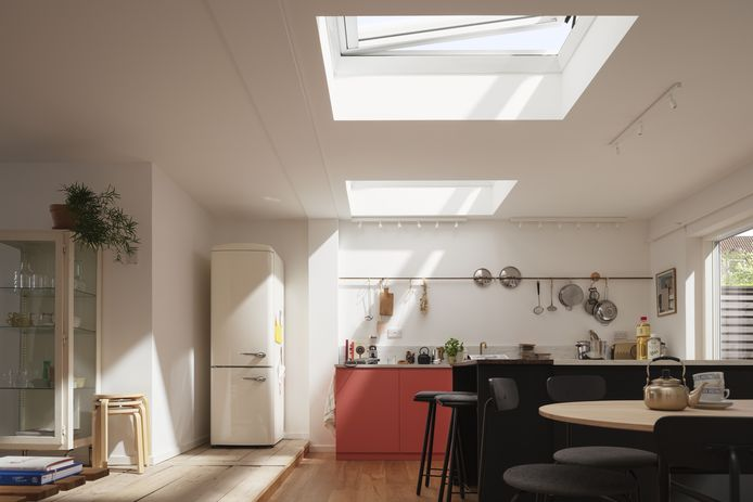 Lichtkoepels laten zonlicht langs boven binnen en zorgen zo voor meer lichtinval dan gewone ramen.