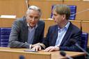 Hans Smolders en Eric de Bie (rechts) in de Statenzaal waar de grote mannen van Forum voor Democratie in Brabant overleggen.
