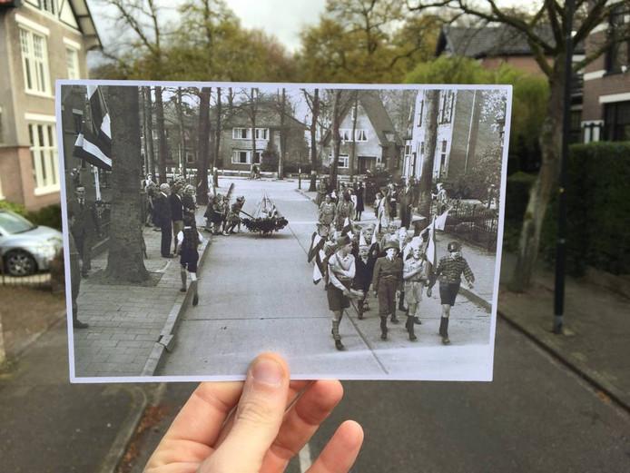 De Burgemeester Tutein Nolteniuslaan: kinderen, sommigen verkleed als soldaat, marcheren feestend door de straten van de Parkenbuurt.