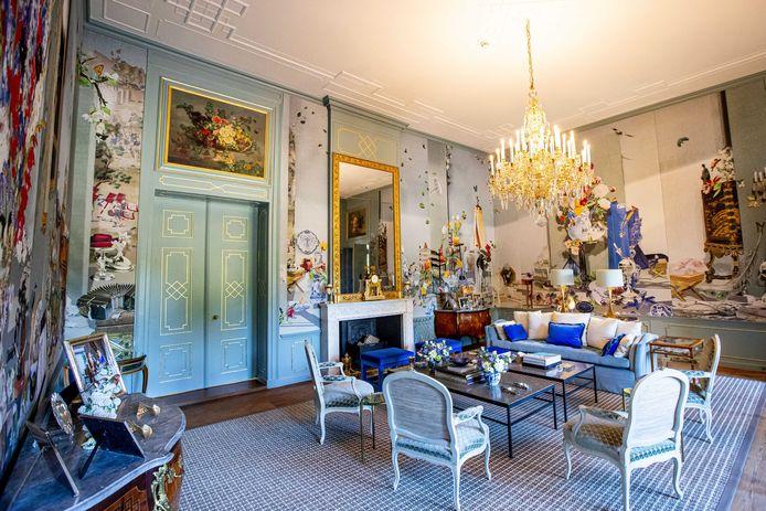 De Groene zaal in Paleis Huis ten Bosch. De woning van koning Willem-Alexander en zijn gezin is de afgelopen jaren opgeknapt. Bij de renovatie zijn het dak en de bordestrap vervangen en onder meer de historische stucplafonds en de gevel gerenoveerd. Daarnaast zijn asbest en houtrot verwijderd en technische installaties vernieuwd.