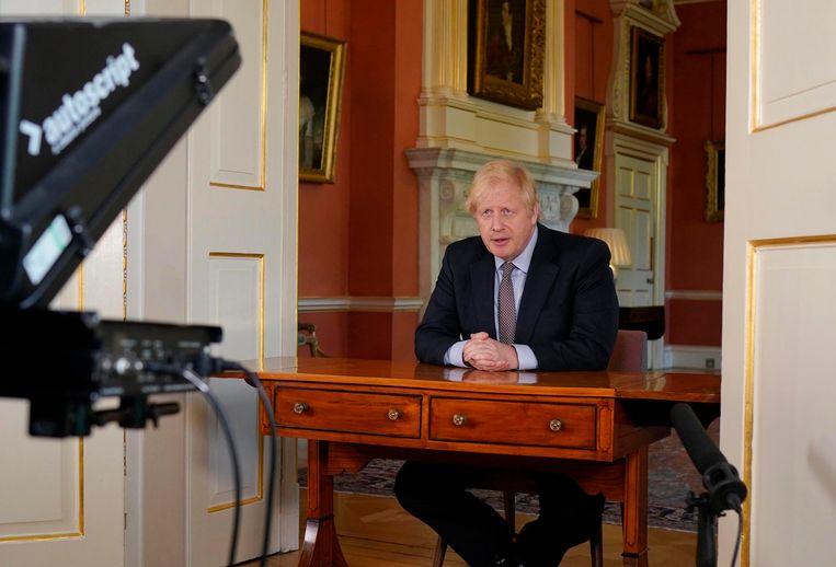 Johnson spreekt de natie toe. Momenteel is hij populair, al is de vraag wat er gebeurt als de economische klappen echt gaan vallen.  Beeld EPA