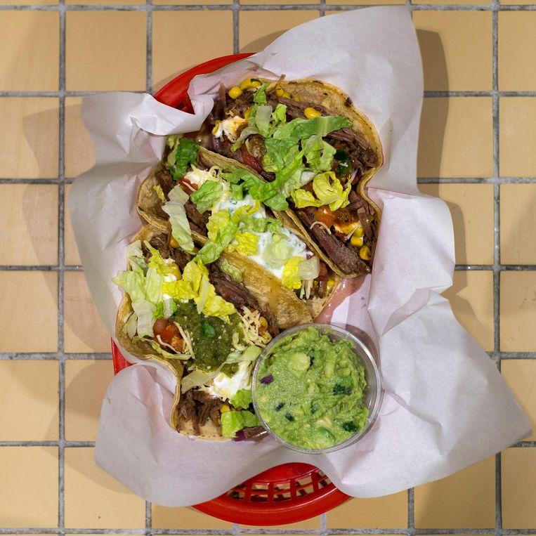 Tacos van de Salsa Shop op Amsterdam Centraal Beeld Rink Hof