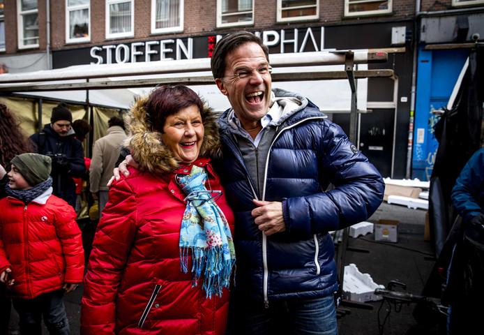 Minister-president en VVD-leider Mark Rutte voert op de Albert Cuyp campagne voor de gemeenteraadsverkiezingen