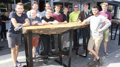 Odisee-studenten vervaardigen drie cafétafels van elk 300 kilo