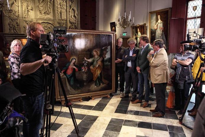 Het schilderij uit 1620/1630 stelt de Annunciatie van Maria door engel Gabriël voor en is volgens de experts van 'Tussen Kunst en Kitsch' minimaal 40.000 euro waard.