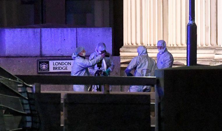 Intussen wordt volop onderzoek gedaan op de London Bridge.