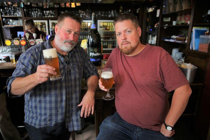 Cafébazen Bruno Vandierendonck en Bram Boon pleiten voor een belastingverlaging voor een deel van de dranken in hun cafés.