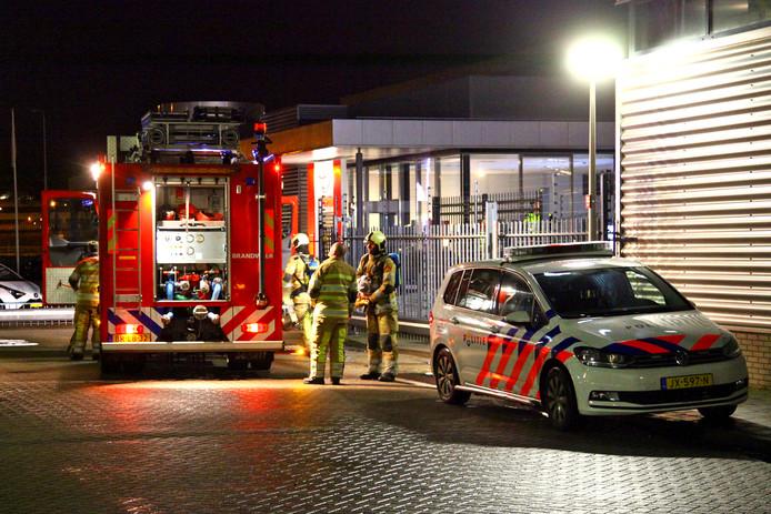 De brandweer en de politie kwamen vannacht ter plaatse.