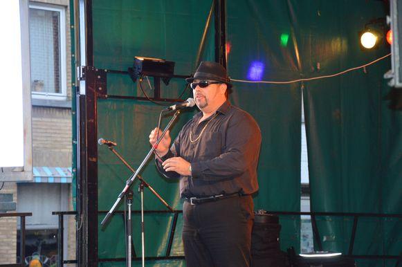 'Nico Zingt Hazes' zondagavond op het driedaagse 'Flierefluiterfestival'.
