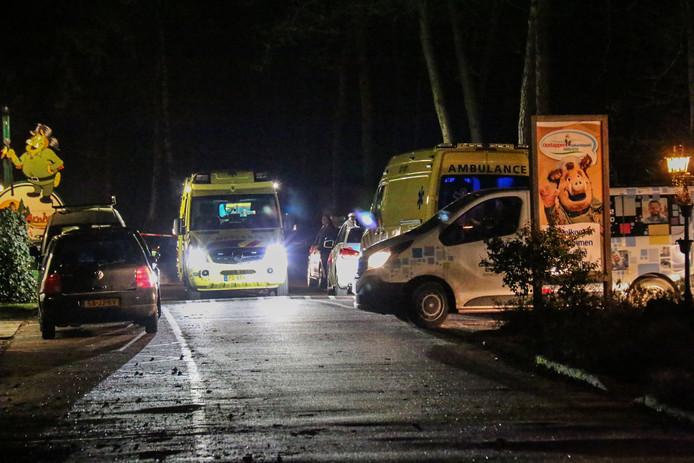 Politie was met vijf wagens uitgerukt, ook waren er twee ambulances aanwezig. Een deel van het park was afgezet met linten.