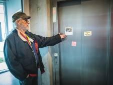 """Lift al zes dagen kapot in sociale assistentiewoningen: """"De trap nemen lukt niet met mijn twee nieuwe heupen"""""""