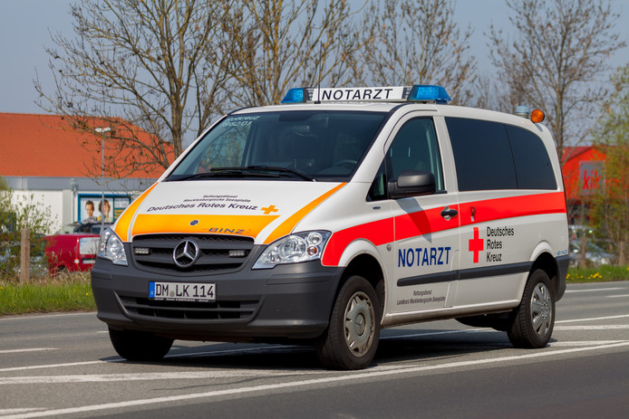 Duitse ambulance ter illustratie.