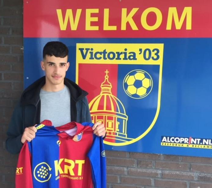 Ayoub Boudouch in het shirt van Victoria'03