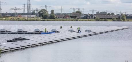Sportvissers vrezen voor drijvende zonneparken in Oost-Nederland: 'Straks hebben vissen niets meer'