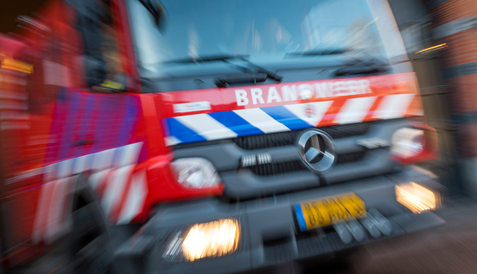 Een brandweerauto rukt uit na een melding. Ter illustratie.