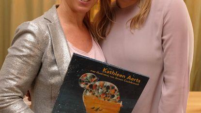 Kathleen Aerts (ex-K3) stelt boek over dementie voor