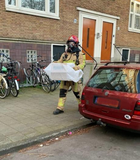 Kat coronapatiënt door Dierenambulance én brandweer uit huis gehaald