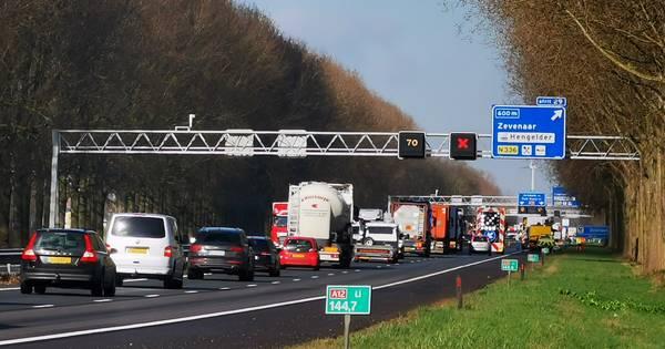Ongeluk met vrachtwagen op A12 bij Didam, weg weer vrij.