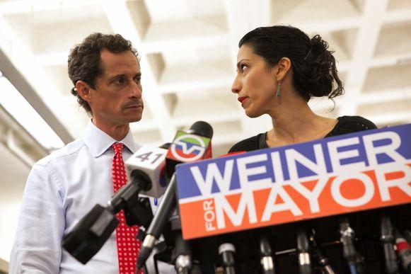 Anthony Weiner en zijn ondertussen ex-echtgenote Huma Abedin in 2013.
