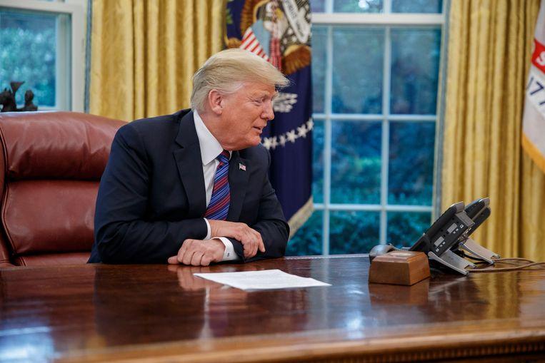 Trump telefoneert met de Mexicaanse President Enrique Peña Nieto om de handelsovereenkomst aan te kondigen. Beeld EPA