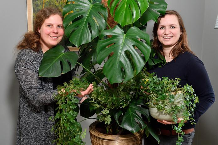 Nanouschka (links) en Thalina: ,,We hebben nu meer dan 24.000 leden.''