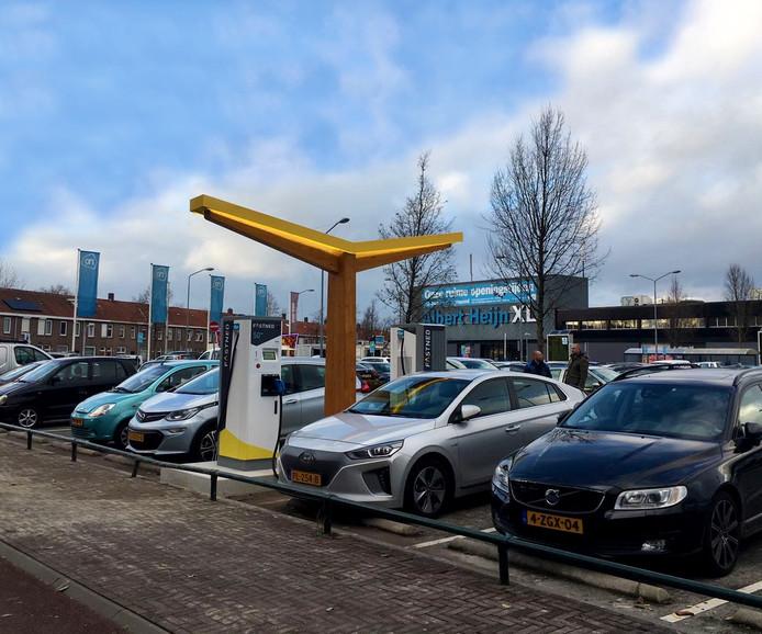 Het snellaadstation bij de Albert Heijn XL in Tilburg