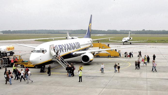 Toestel van Ryanair op Eindhoven Airport