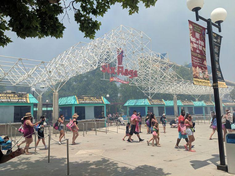 Bezoekers vluchten voor de rook