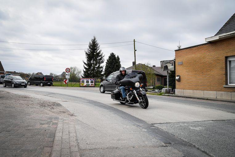De Mandekensstraat op de grens van Dendermonde, Lebbeke en Buggenhout ligt er erg slecht bij.