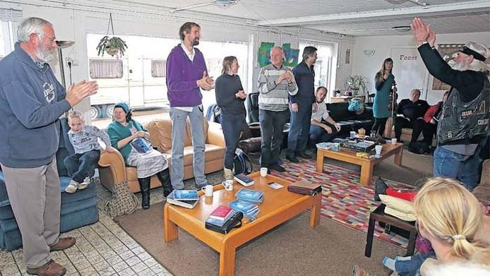 Lijsttrekkers uit de regio komen bijeen in de woning van Joop van Ooijen.