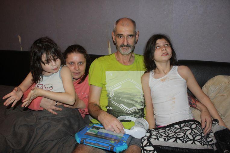 Anneke Baetens, Benny Stevens, Maité (11) en Nienke (10).