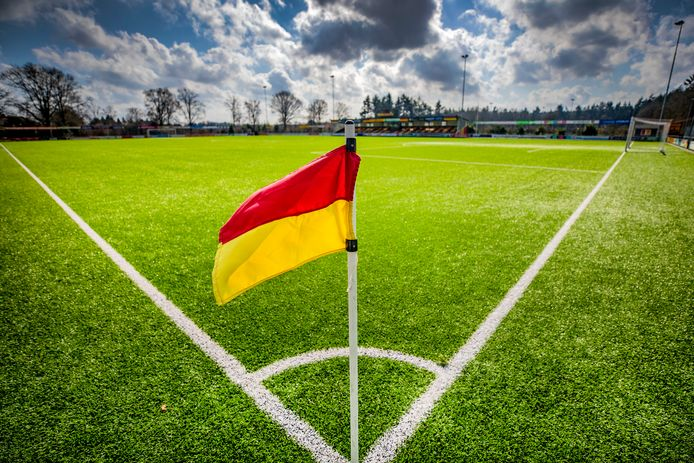 De velden van de amateurclubs - zoals CSV Apeldoorn - blijven zeker tot 28 april leeg, de competitie wordt niet meer hervat.