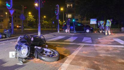 Motorrijder (29) ernstig gewond na aanrijding op Linkeroever