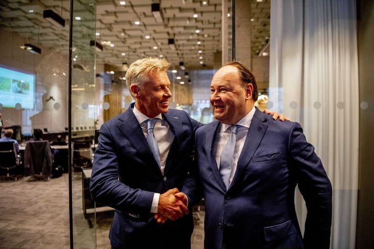FvD'ers Rob Roos (lijsttrekker Zuid-Holland) en Henk Otten (lijsttrekker Eerste Kamer) tijdens de Provinciale Statenverkiezingen.  Beeld ANP