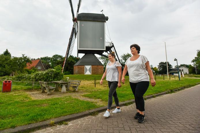 Anja Verhagen en haar dochter Manouk lopen binnenkort de 25 kilometer bij de Pink Ribbon-tocht in Drunen.