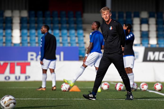 Trainer Andries Jonker van Telstar tijdens de oefenwedstrijd tegen Bloemendaal.