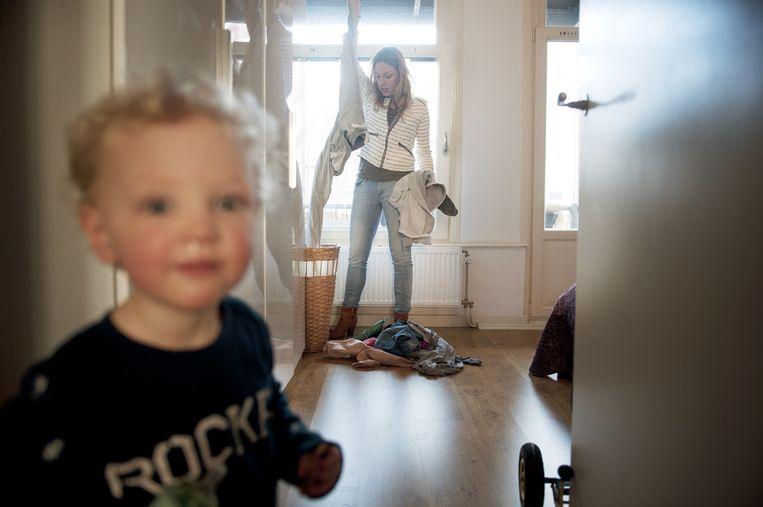 Max, de was en moeder Femke. Beeld An-Sofie Kesteleyn / de Volkskrant