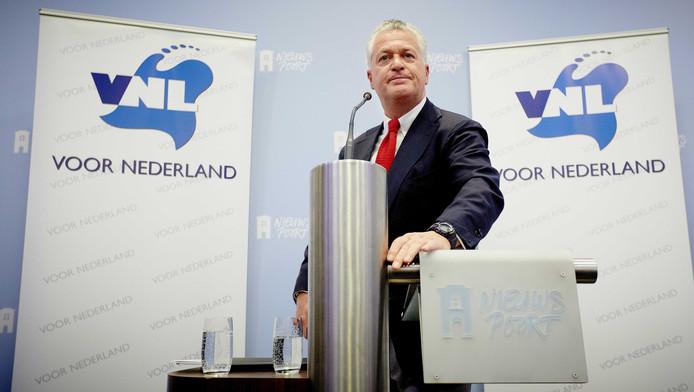 Ex-advocaat Bram Moszkowicz is weggegaan als boegbeeld van de politieke partij Voor Nederland (VNL).