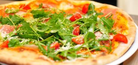 Flyers en borden kunnen prullenbak in: New York  Pizza nog niet open