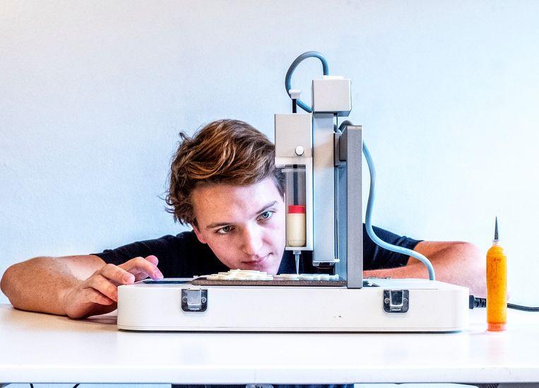 Foodprinter in actie bij  byFlow foodprinting. Beeld null