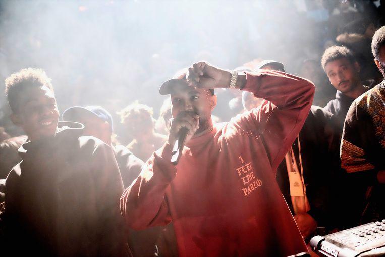 Kanye West met op zijn shirt 'I feel like Pablo' Beeld Reuters