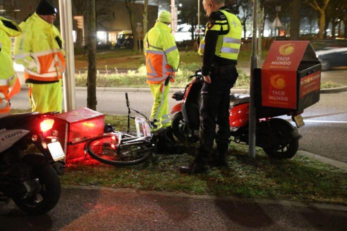 De fiets en de scooter van Taco Mundo na het ongeval.